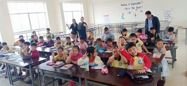 Trung tâm Tiếng Anh Thiện nguyện tổ chức dạy tiếng Anh giao tiếp miễn phí cho các em thiếu nhi trên địa bàn