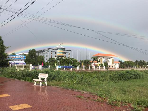 Cầu vồng xuất hiện ở Trường Đại học Quang Trung 5/10/2020