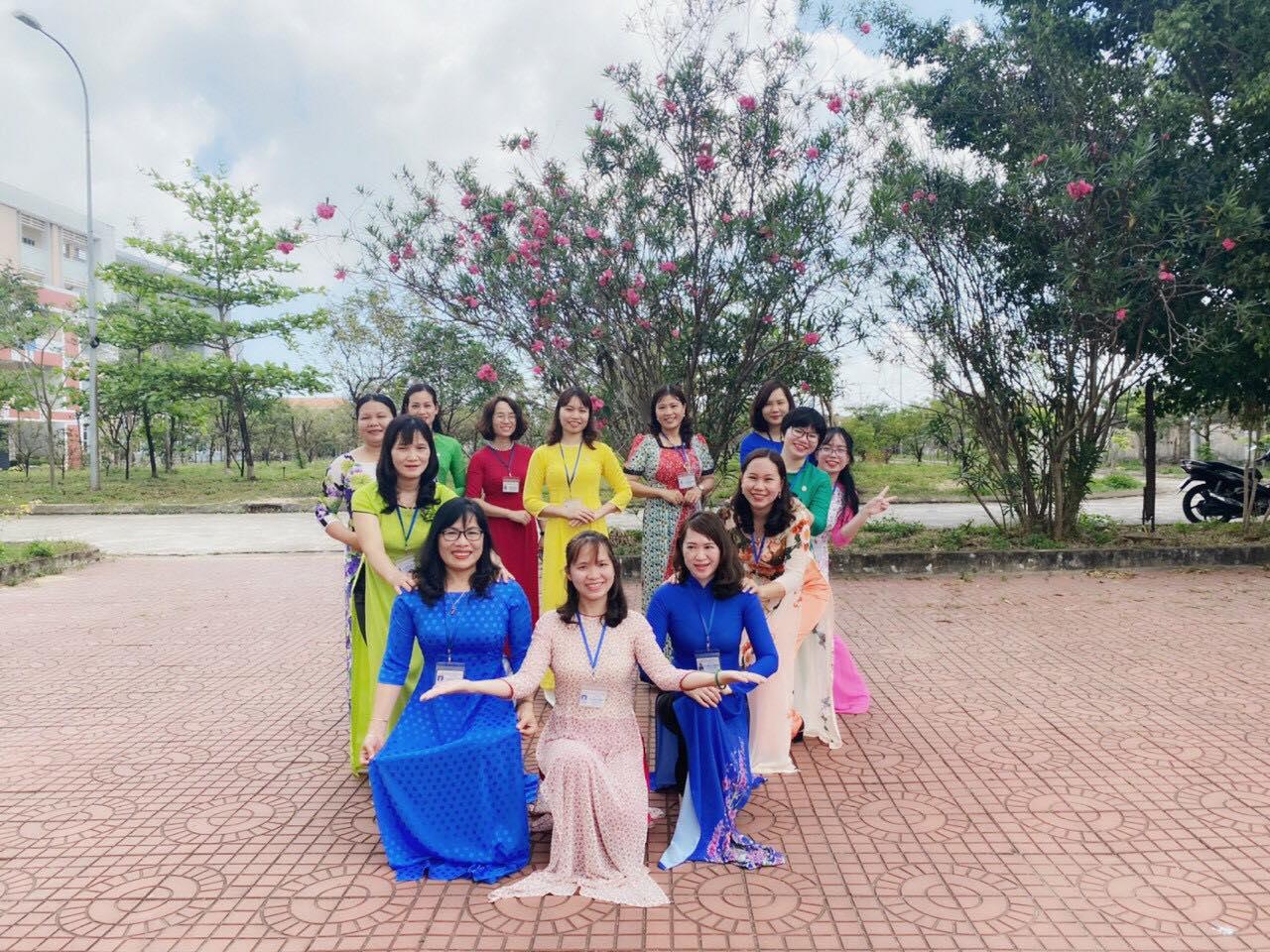 QTU - Trường Đại học Quang Trung - Rực rỡ sắc màu áo dài