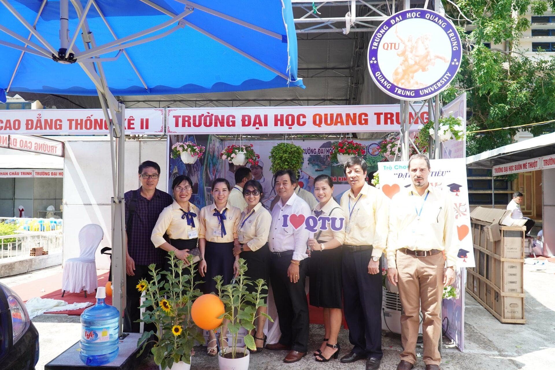 Trường ĐH Quang Trung tư vấn Hướng nghiệp cùng Báo Tuổi trẻ tại Tỉnh Phú Yên và Tỉnh Bình Định