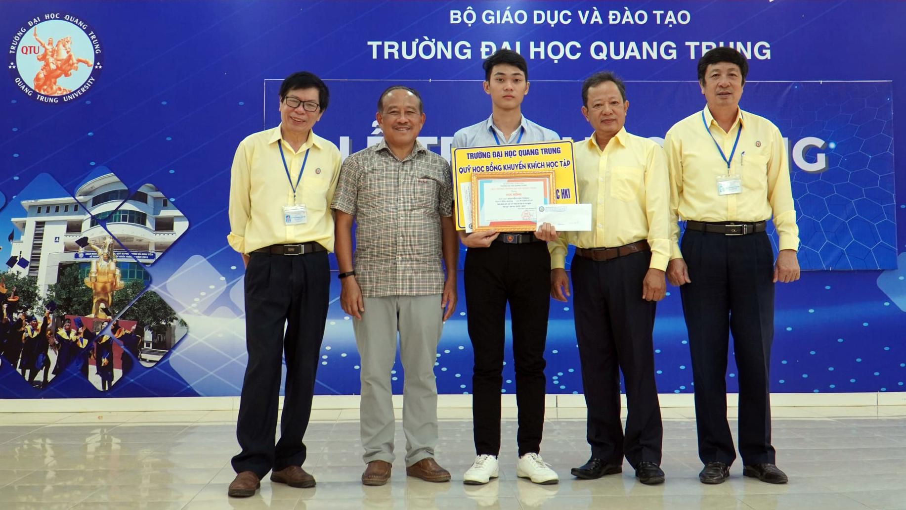 """""""Tự hào khi là sinh viên trường Đại học Quang Trung"""""""